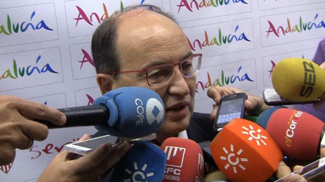 José Castro, en el aeropuerto