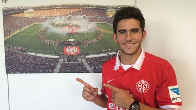 Jairo posa con ropa del Mainz 05