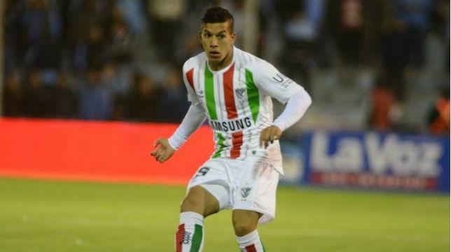 Lucas Romero en un partido con Vélez
