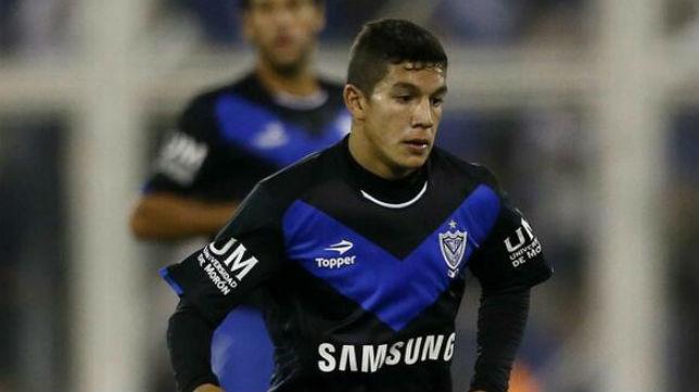 Lucas Romero durante un partido con Vélez