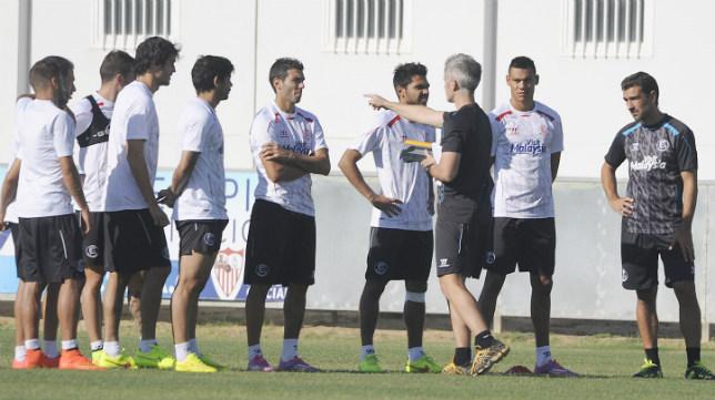 Varios jugadores sevillistas, en un entrenamiento reciente
