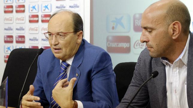 José Castro, junto a Monchi, en una rueda de prensa. Foto: Jesús Spínola