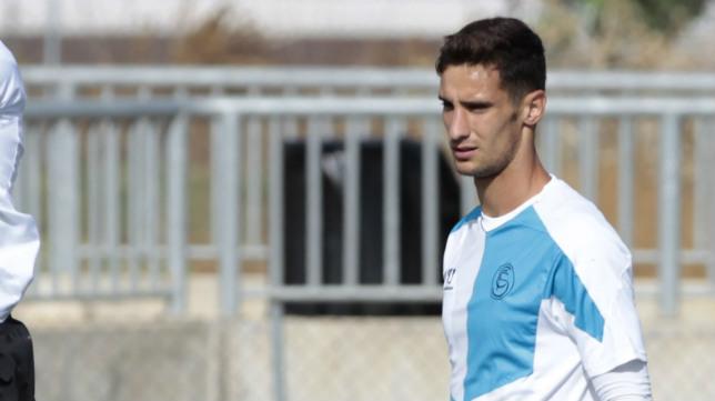 El guardameta Sergio Rico en un entrenamiento del Sevilla en la ciudad deportiva