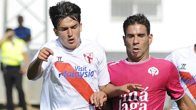 El Sevilla Atlético se mostró firme ante El Palo (Foto: Jesús Spínola)