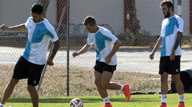 Vitolo, Deulofeu y Aleix Vidal, durante un entrenamiento