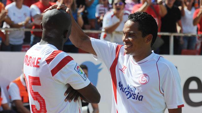 Bacca felicita a Mbia por su gol ante el Deportivo
