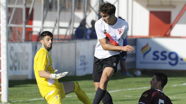 Juan Muñoz en un partido con el Sevilla Atlético