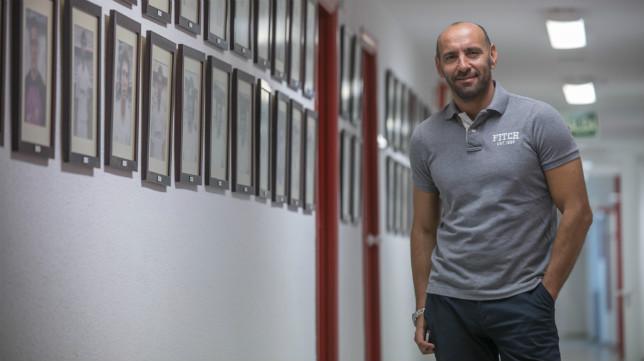 Monchi posa para ABC en los pasillos del Sánchez-Pizjuán