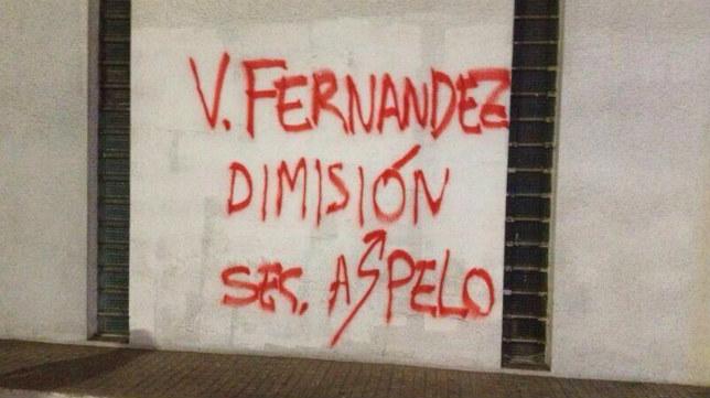 Pintada en Riazor contra Víctor Fernández