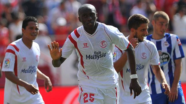 Mbia celebra uno de sus goles