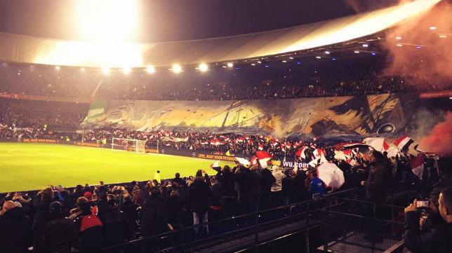 Tifo de los aficionados del Feyenoord en el choque contra el Sevilla FC