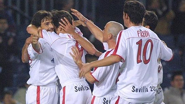 Toedtli celebra uno de los goles en la última victoria liguera en el Sevilla en el Nou Camp