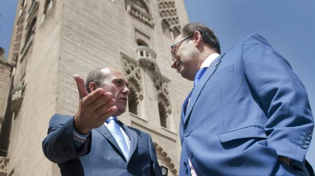 Del Nido y Castro, a los pies de la Giralda