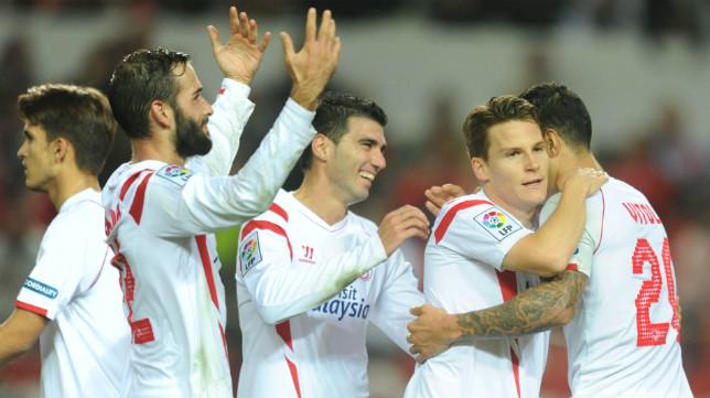 Los sevillistas celebran uno de los goles ante el Granada
