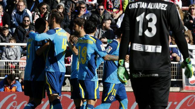 Los jugadores sevillistas celebran el gol de Bacca en Vallecas