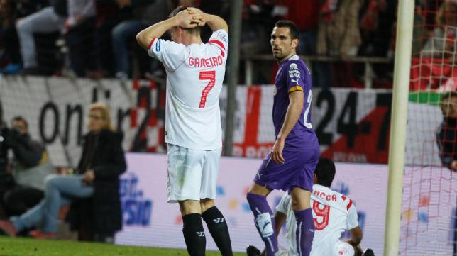 Gameiro se lamenta en un instante del Sevilla FC-Espanyol