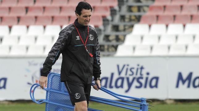 Unai Emery, durante un entrenamiento en la ciudad deportiva (Foto: Jesús Spínola)