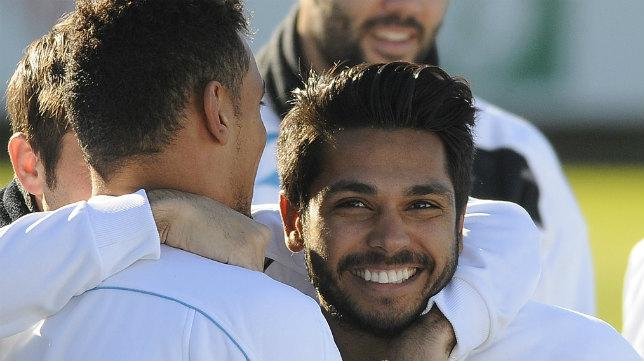 Tremoulinas sonríe durante un entrenamiento del Sevilla FC (Foto: Jesús Spínola)
