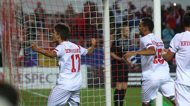 Denis Suárez celebra su gol al Zenit en el Sánchez-Pizjuán (Foto: Raúl Doblado)