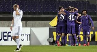 Los jugadores de la Fiorentina celebran un tanto en el encuentro de ayer