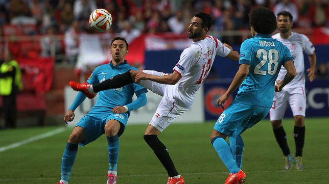 Iborra, en una acción del Sevilla-Zenit (Foto: Raúl Doblado)