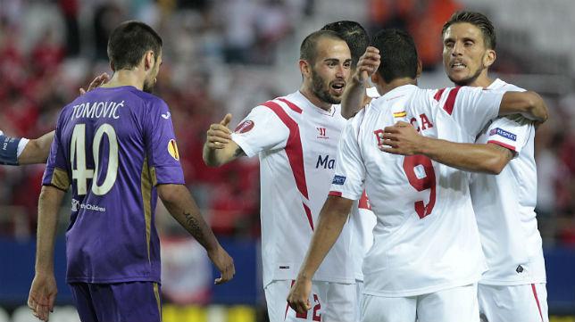 Aleix Vidal, Bacca y Carriço, en el Sevilla-Fiorentina (EFE)