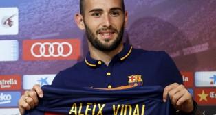 Aleix Vidal, en un momento de su presentación con el Barcelona (Foto: Reuters)