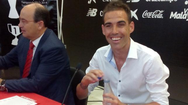 Fernando Navarro, junto a José Castro, en su despedida