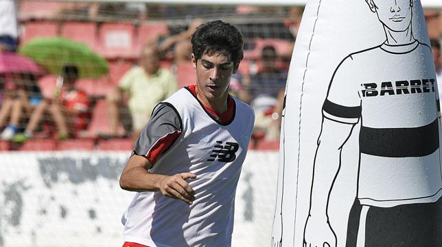 Carlos Fernández, en un entrenamiento con el Sevilla (foto: Jesús Spinola)
