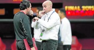 Emery y Monchi dialogan en Varsovia antes de la final de la Europa League (Foto: EFE)