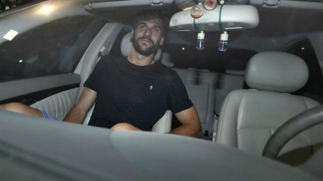 Fernando Llorente llegó anoche a Sevilla (Foto: J. M. Serrano)