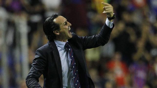 Emery, en un lance del partido Levante-Sevilla (foto: EFE)