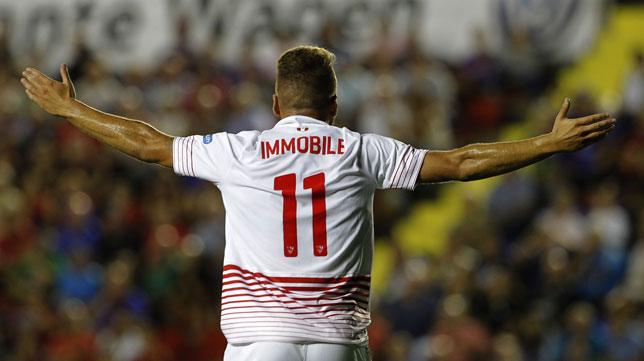 Immobile, en un lance del partido Levante-Sevilla (foto: EFE)