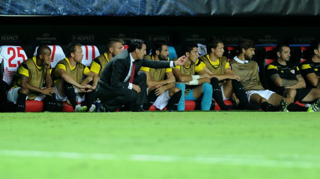 Unai Emery, en el encuentro de Liga de Campeones ante el Borussia Mönchengladbach (foto: AFP)