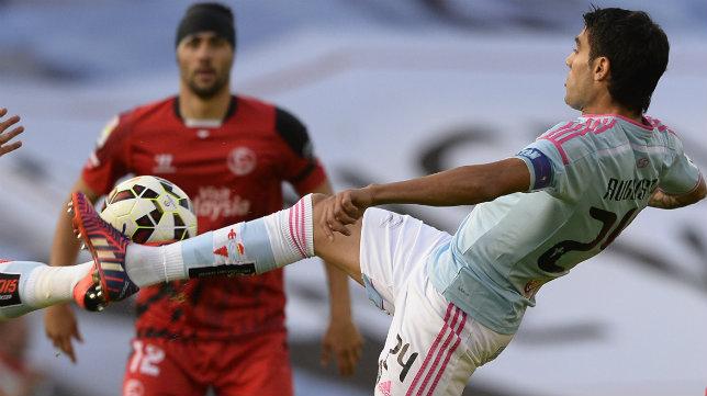 Iborra (Sevilla FC) y Augusto Fernández (Celta) en un encuentro de hace dos temporadas