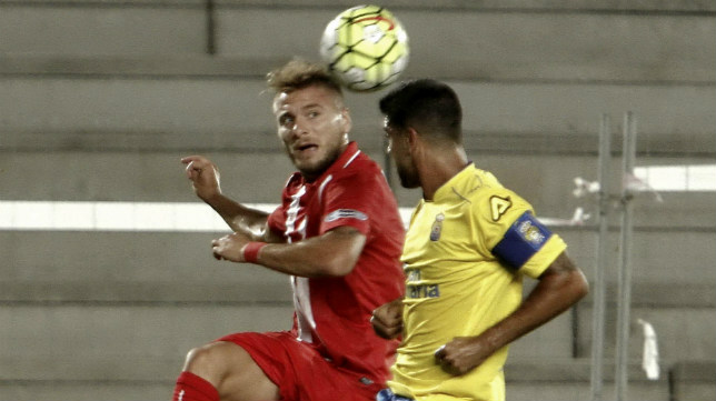 Immobile disputa un balón durante el Las Palmas-Sevilla de la 2015-2016