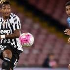 Lemina, de la Juve, pasa un balón ante un oponente del Nápoles (Foto: juventus.com)