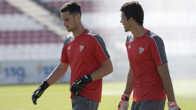 Sergio Rico y David Soria en un entrenamiento con el Sevilla. Foto: Jesús Spínola