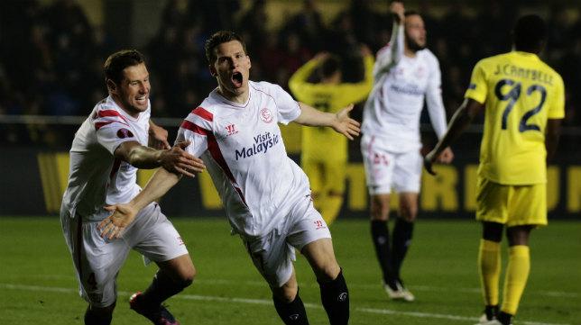 Gameiro celebra un gol al Villarreal en la Europa League