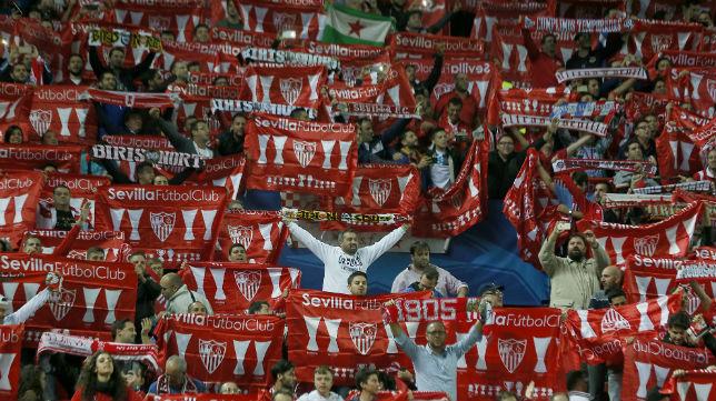 Aficionados del Sevilla el miércoles en el Sánchez-Pizjuán