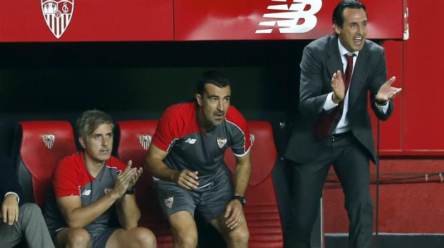 Juan Carlos Carcedo, junto a Unai Emery en un partido