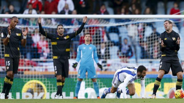 Nzonzi, Rami y Krychowiak, en el Real Sociedad-Sevilla (Foto: EFE)