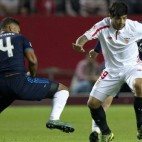 Banega en un lance del Sevilla FC-Real Madrid