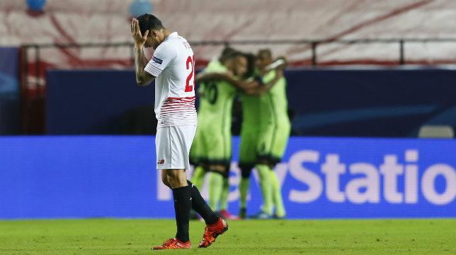Vitolo se lamenta en el encuentro ante el City