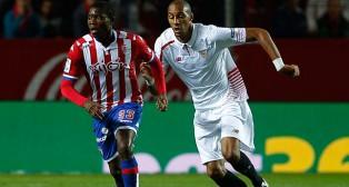 Nzonzi, junto a Ndi, en el Sevilla FC-Sporting de la 2015-2016