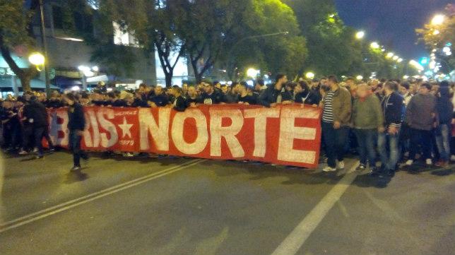 Los sevillistas salen con destino al campo del Betis