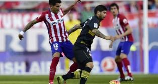 Banega, en el Atlético-Sevilla (Foto: AFP)