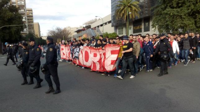 Salida de los sevillistas hacia el Benito Villamarín el 6 de enero del año pasado