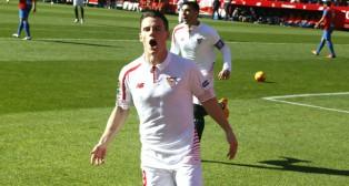 Gameiro celebra su gol ante el Levante