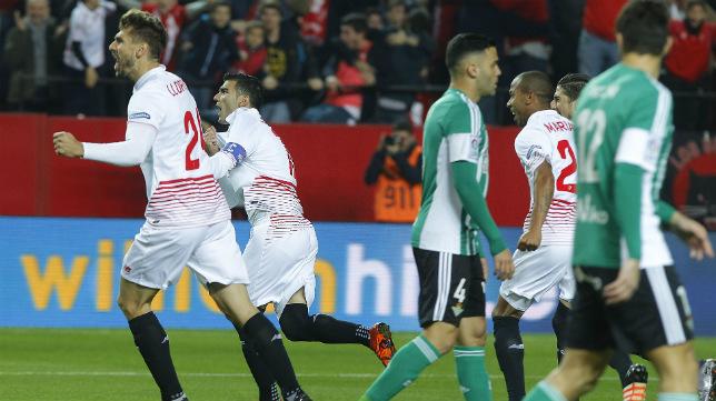 Reyes celebra el 1-0 del Sevilla FC-Betis